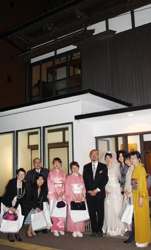 蔵織で結婚式がありました・・・_d0178448_2229210.jpg