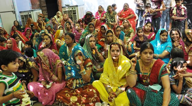 インドの結婚式?!に出くわす!~インド4日目_e0171573_3403472.jpg