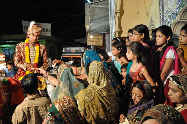 インドの結婚式?!に出くわす!~インド4日目_e0171573_3411068.jpg