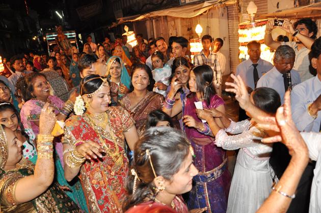 インドの結婚式?!に出くわす!~インド4日目_e0171573_3421822.jpg