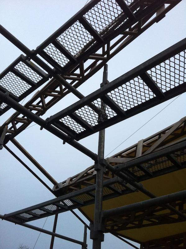 ファントム・野外展示空間の屋根補修_c0131878_2342189.jpg