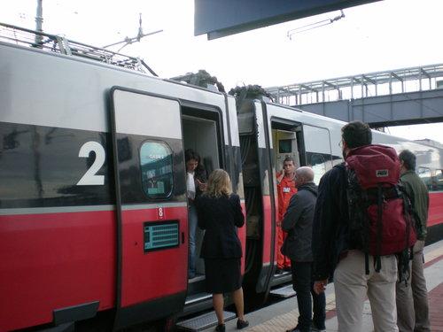 イタリア鉄道の火災事故!?に遭遇!!_c0179785_5195738.jpg