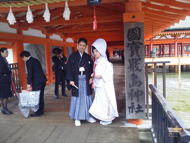 厳島神社で結婚式_b0176211_10432278.jpg