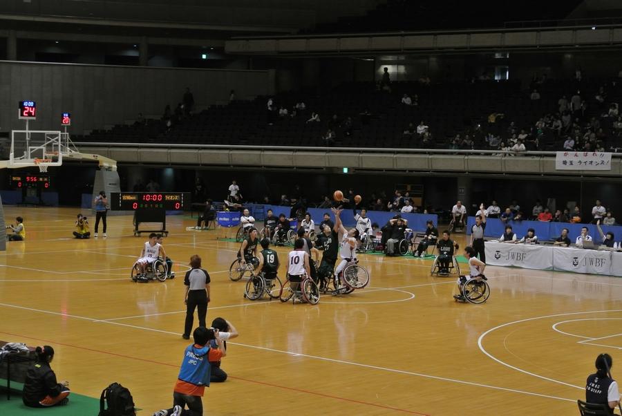 車椅子バスケットボール全日本選手権、2日目の準決勝_e0089232_23513386.jpg