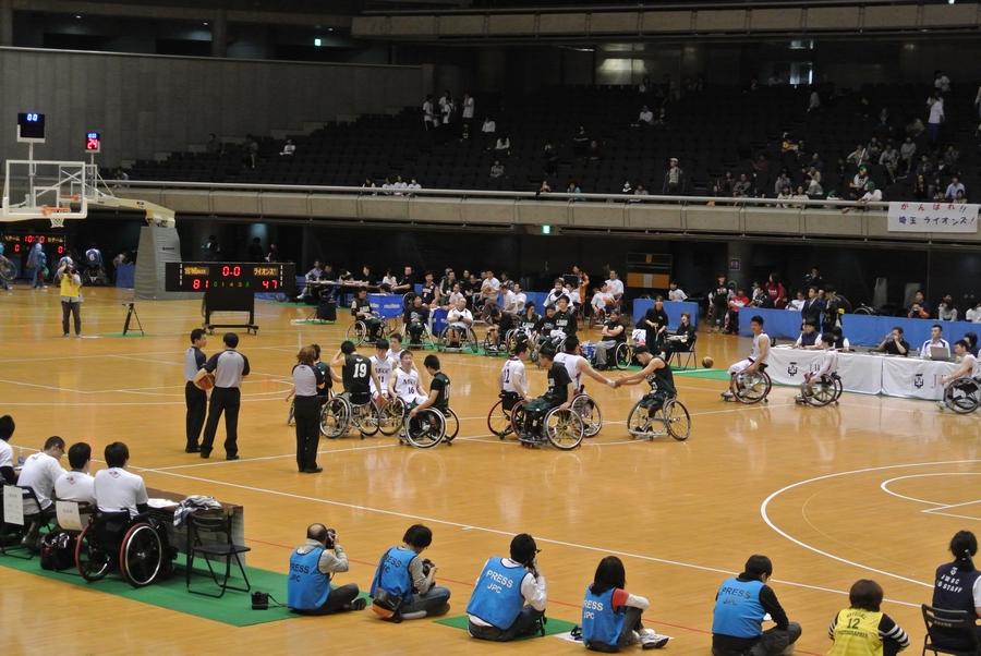 車椅子バスケットボール全日本選手権、2日目の準決勝_e0089232_2357454.jpg