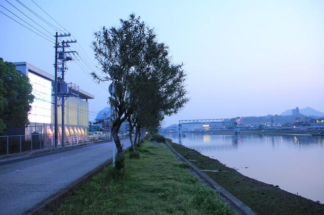 海田町つくも町・明神町の瀬野川沿い夕景_b0095061_8142180.jpg