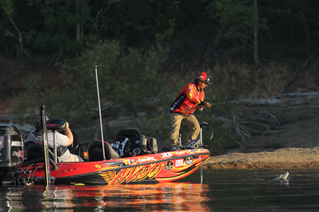 Bassmaster Elite Series #4 Douglas Lake, TN 初日_a0097491_1081877.jpg