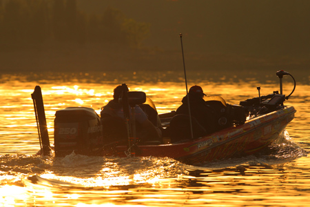Bassmaster Elite Series #4 Douglas Lake, TN 初日_a0097491_1091352.jpg