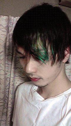 高の原店アシスタント尾崎 新緑を思わせる緑のポイントカラー 美容