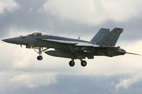 子供の日にふさわしい、戦闘機のぼり。が撮れました 笑_c0247982_8204345.jpg