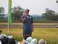 稲刈り体験(緑が丘小・北郷小)_d0247484_1604757.jpg