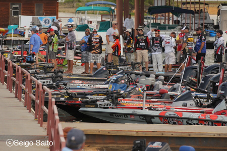 Bassmaster Elite Series #4 Douglas Lake, TN 2日目_a0097491_741181.jpg