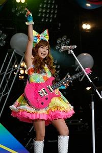 中川翔子デビュー10周年&レベル27誕生日ライブで27曲を熱唱_e0025035_12171647.jpg