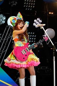 中川翔子デビュー10周年&レベル27誕生日ライブで27曲を熱唱_e0025035_12173936.jpg