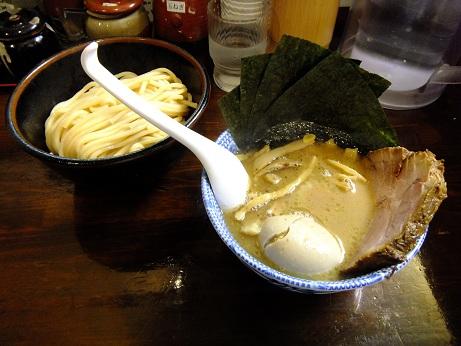 つけ麺 紅葉@国分寺のつけ麺(太麺)+全部入り_d0044093_2301553.jpg