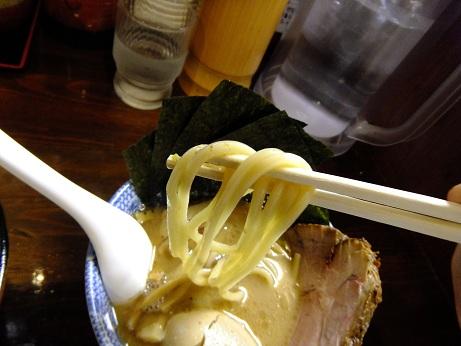 つけ麺 紅葉@国分寺のつけ麺(太麺)+全部入り_d0044093_2302433.jpg