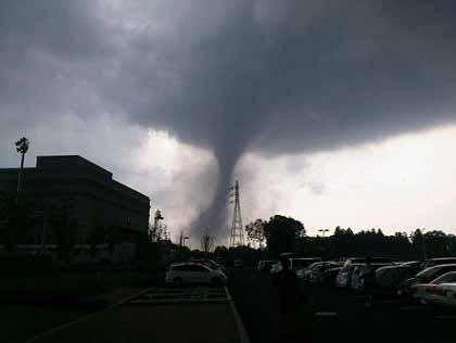 """いま""""怖いもの""""と言えば、「地震、津波、火事、竜巻」:筑波で大竜巻発生!_e0171614_84769.jpg"""