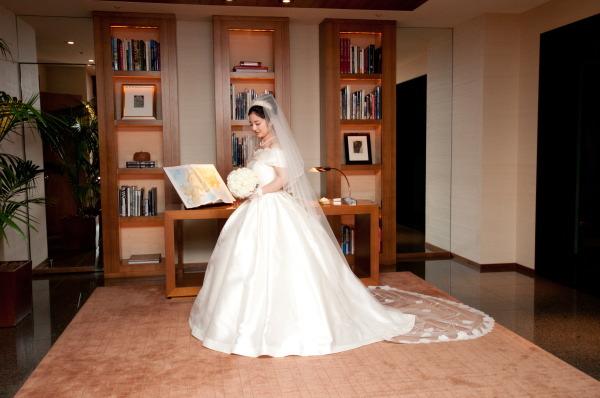 新郎新婦様からのメール 梅雨明けのころ 真珠と翡翠 パークハイアット東京さまへのブーケ_a0042928_19333326.jpg