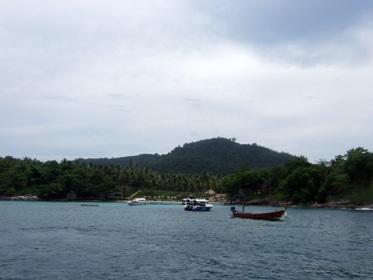 大型ボートで快適!ラチャヤイ島へ_f0144385_1955302.jpg
