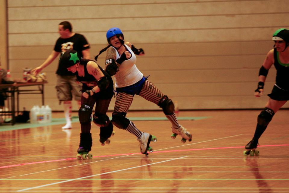 roller derby._c0153966_1120393.jpg