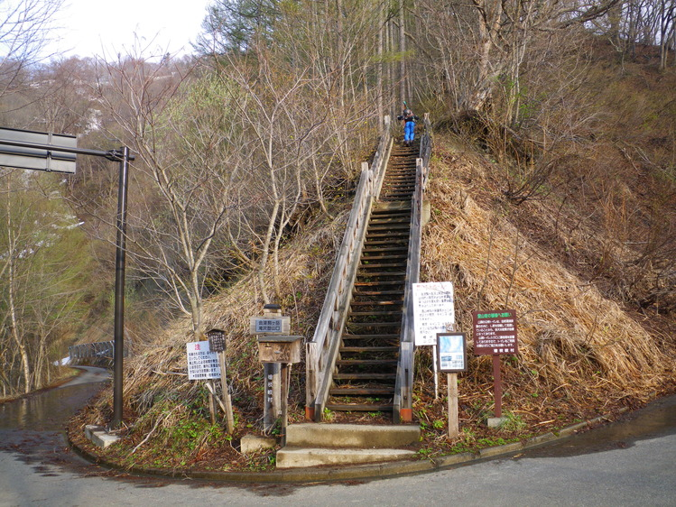 登り1/3は板を担いだ会津駒ヶ岳 ~ 2012年5月6日_f0170180_22125236.jpg