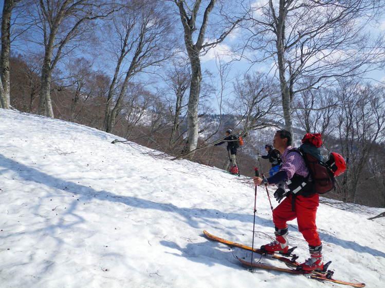登り1/3は板を担いだ会津駒ヶ岳 ~ 2012年5月6日_f0170180_222547.jpg