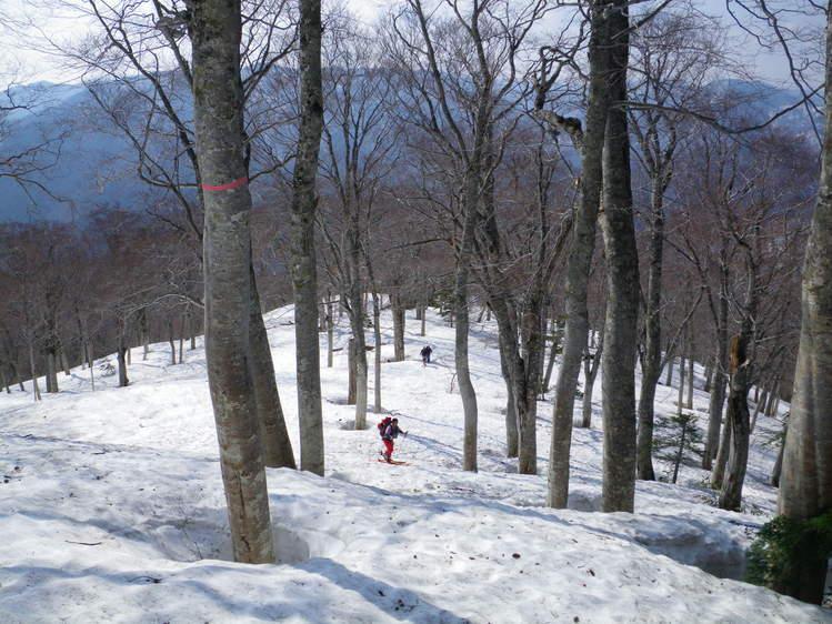 登り1/3は板を担いだ会津駒ヶ岳 ~ 2012年5月6日_f0170180_22284346.jpg