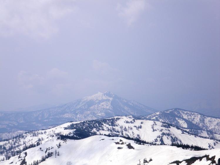 登り1/3は板を担いだ会津駒ヶ岳 ~ 2012年5月6日_f0170180_2243164.jpg