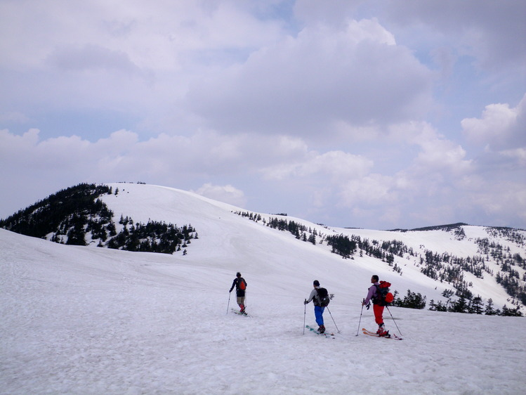 登り1/3は板を担いだ会津駒ヶ岳 ~ 2012年5月6日_f0170180_22451614.jpg