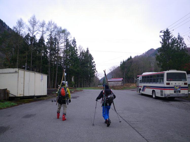 登り1/3は板を担いだ会津駒ヶ岳 ~ 2012年5月6日_f0170180_2252951.jpg