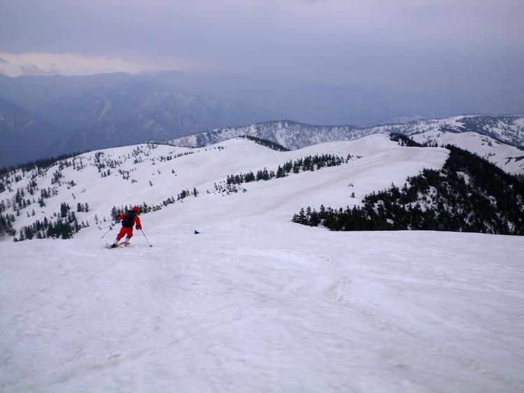 登り1/3は板を担いだ会津駒ヶ岳 ~ 2012年5月6日_f0170180_22531721.jpg