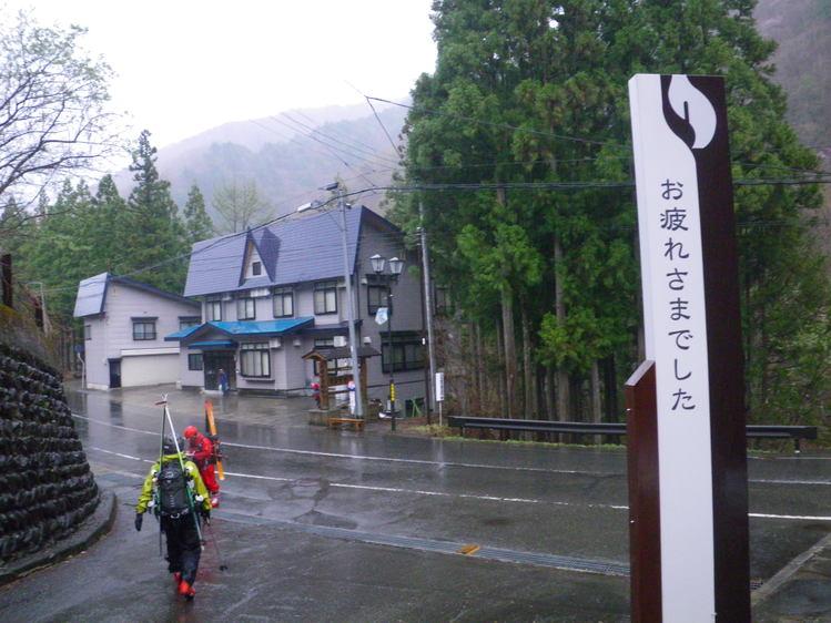 登り1/3は板を担いだ会津駒ヶ岳 ~ 2012年5月6日_f0170180_23124841.jpg
