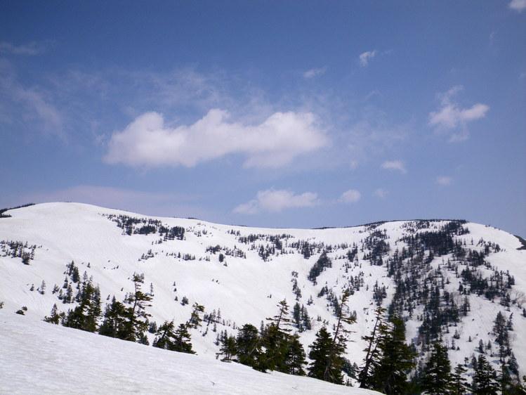 登り1/3は板を担いだ会津駒ヶ岳 ~ 2012年5月6日_f0170180_23292775.jpg
