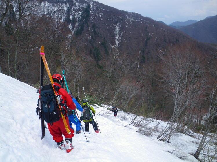 登り1/3は板を担いだ会津駒ヶ岳 ~ 2012年5月6日_f0170180_2364393.jpg