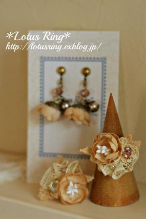 小さな布花のアクセサリー と お知らせ_a0169912_1652069.jpg