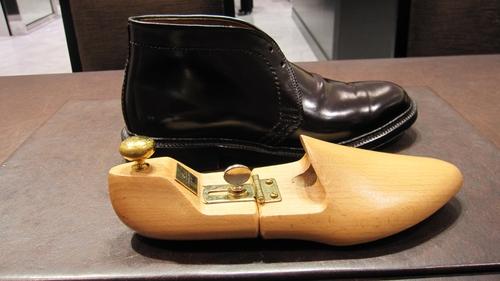 コードヴァン靴にシューツリーを入れるということ_b0226322_12571924.jpg