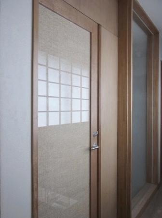 ナラ框のガラス戸網状の紙布をガラスでサンドイッチして框に落しこんだドアで... 三代目のダイアリ