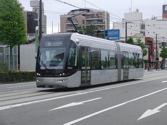 セントラムとポートラム(LRT)が走る街 富山市_f0141310_8214653.jpg