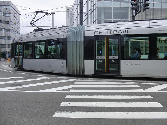 セントラムとポートラム(LRT)が走る街 富山市_f0141310_824115.jpg