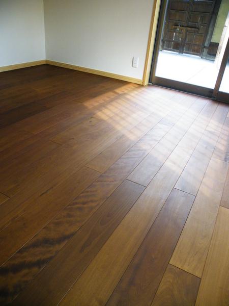 日本人が好む飴色の床_f0036534_2334169.jpg