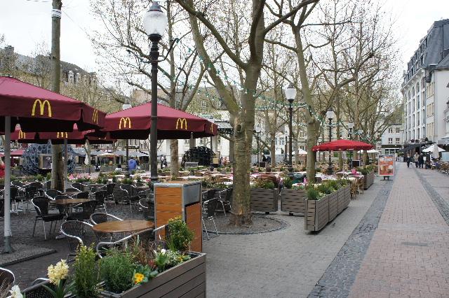 ルクセンブルクの旅 (7) ダルム広場のカフェ・フランセで休憩_c0011649_1235926.jpg