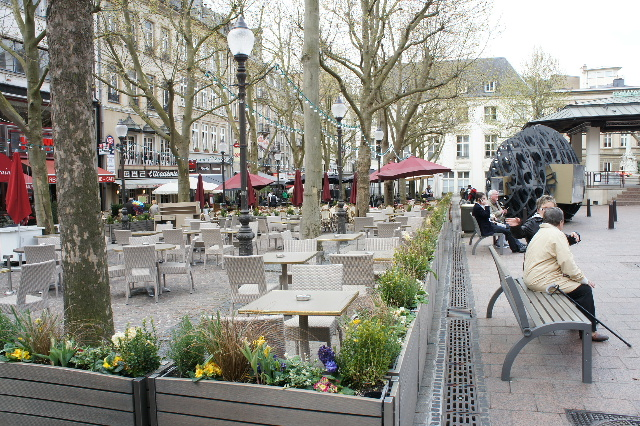 ルクセンブルクの旅 (7) ダルム広場のカフェ・フランセで休憩_c0011649_1243066.jpg