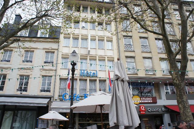 ルクセンブルクの旅 (7) ダルム広場のカフェ・フランセで休憩_c0011649_1262492.jpg