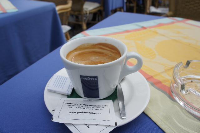 ルクセンブルクの旅 (7) ダルム広場のカフェ・フランセで休憩_c0011649_1282050.jpg