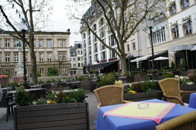 ルクセンブルクの旅 (7) ダルム広場のカフェ・フランセで休憩_c0011649_1283880.jpg