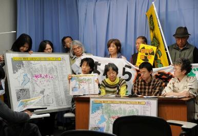 風船飛ばしから始まった関西電力本店前アクション-4_f0197754_1413269.jpg
