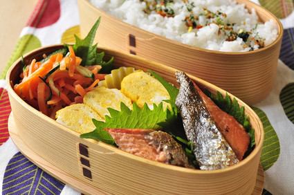 鮭と玉子焼きのお弁当_b0171098_8173872.jpg