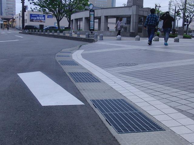 歩行者・自転車にも本当にやさしい富山市_f0141310_7211125.jpg