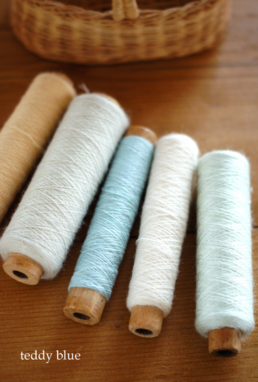 vintage wool thread spools  昔のウールの糸まきたち_e0253364_0175978.jpg