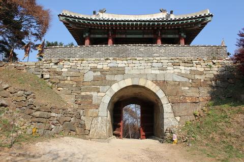 ソウル郊外の南漢山城(ナマンサンソン)で遠足気分_a0223786_11541164.jpg